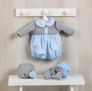 Dukketøj (46 cm.) - todelt lyseblå og grå buksedragt samt hue